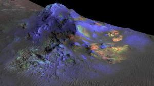 Restos de vidrio en cráter de Marte